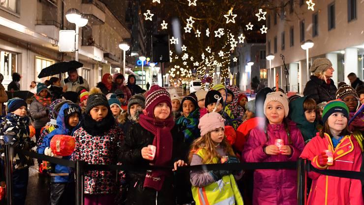 Der Stufenchor mit Kindern aus der ersten und zweiten Klasse des Bifangschulhauses sang während der Eröffnung mehrere Lieder.