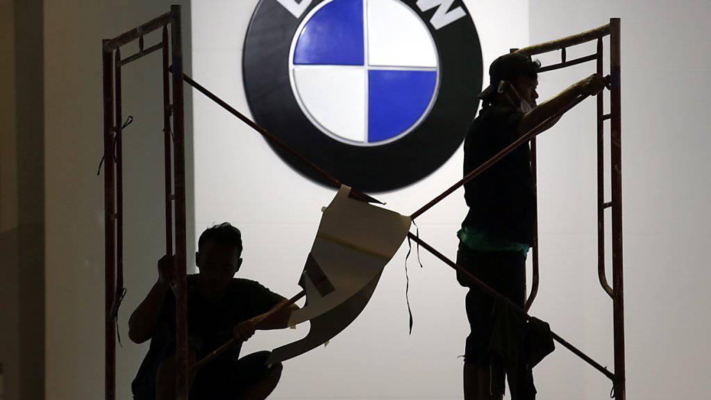 Der Automobilbauer BMW rechnet 2019 durch Rohstoffpreise und Währungen mit Gegenwind beim Gewinn. (Archiv)