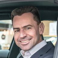 Zur Person – Martin Sander Nach einem Maschinenbau-Studium begann Martin Sander seine berufliche Laufbahn 1995 als Projektmanager bei der Audi AG in Ingolstadt. Ab 2002 leitete er die Marketing-Kommunikation Deutschland und trat 2004 seine Position als Leiter Vertrieb Nordeuropa an. 2009 ging Sander als Präsident und CEO zu Audi Canada, bevor er 2012 die Leitung von Audi UK übernahm. 2013 kehrte Sander als Leiter Vertrieb Amerika nach Ingolstadt zurück und verantwortete ab September 2016 das Geschäft auf dem deutschen Markt. Von Januar bis Juni 2019 leitete er den Geschäftsbereich Vertrieb und Marketing. Seit 1. Juli ist er für den Vertrieb Europa verantwortlich. (pd)