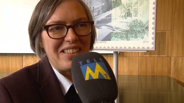 Badener Martinsberg schaffts auf Sonderbriefmarke: Isabel Haupt, stellvertretende Denkmalpflegerin des Kantons Aargau, freut sich über die Sujet-Wahl. «Tele M1»-Bericht vom 4. März 2015.
