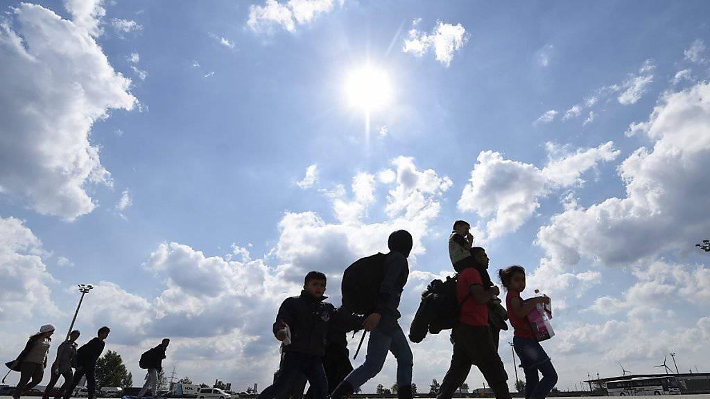 Ein permanenter Verteilschlüssel soll dereinst für alle Dublin-Mitgliedstaaten gelten - im Bild Flüchtlinge beim Eintreffen in Österreich.