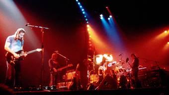 Legendär: Pink Floyd mit Dave Gilmour, Snowy White, Nick Mason und Roger Waters spielen «In The Flesh» auf der Bühne im englischen Stafford im März 1977. David Redfern/Redferns