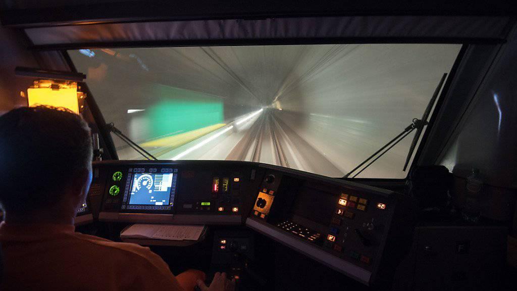 Blick in die Röhre: Die ersten Testfahrten durch den Gotthard-Basistunnel konnten bereits erfolgreich durchgeführt werden.