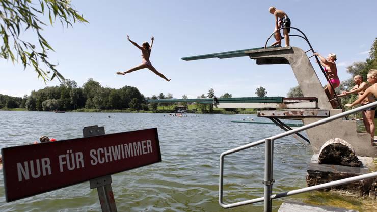 Ausserhalb des Schwimmbereichs im Strandbad Burgäschisee dürften nur Schwimmer sein.