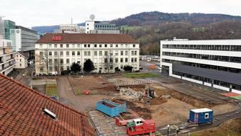 Alles wird neu am Brown-Boveri-Platz: Das Hochhaus entsteht vor den SBB-Gleisen (im Hintergrund).