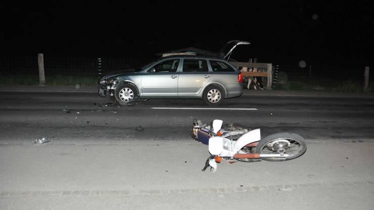 Der Motorradlenker wurde bei der Kollision mit dem Auto verletzt