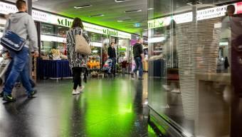 Mit den Ladenflächen unterhalb des Bahnhofs will die Stadt mehr Geld verdienen. Für Geschäfte wie «Blumen Schmid» ist die Schmerzgrenze längst erreicht.S. Ardizzone