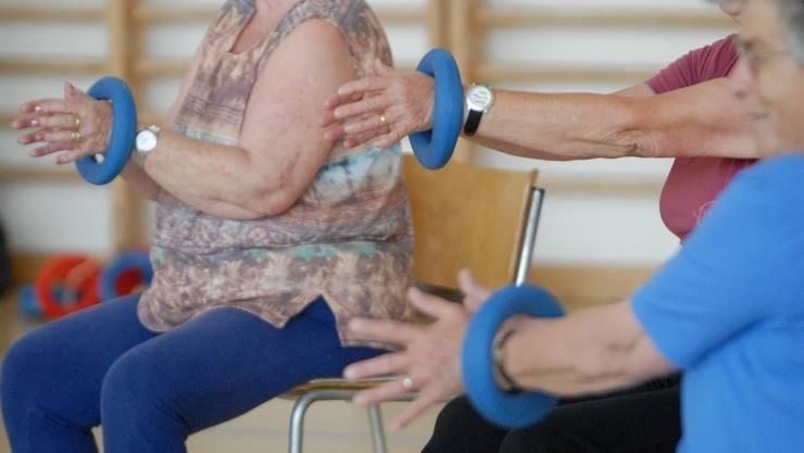 Neben Faktoren wie Veranlagung, Gewicht, starke Beanspruchung durch Beruf oder Sport spielt das Alter der Gelenke eine entscheidende Rolle für das Entstehen von Arthrose