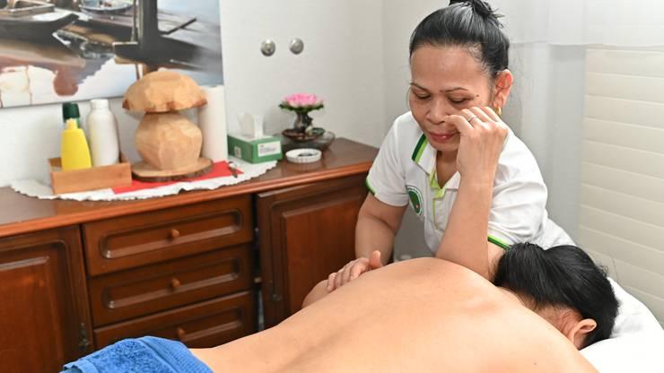 Jantra Boonmaks angeschlagene Massagesalon leidet in letzter Zeit noch mehr.