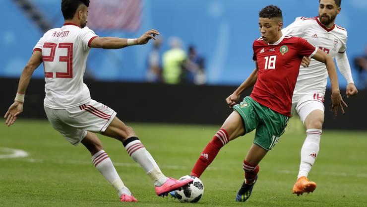 Amine Harit im roten Dress im WM-Spiel gegen den Iran.