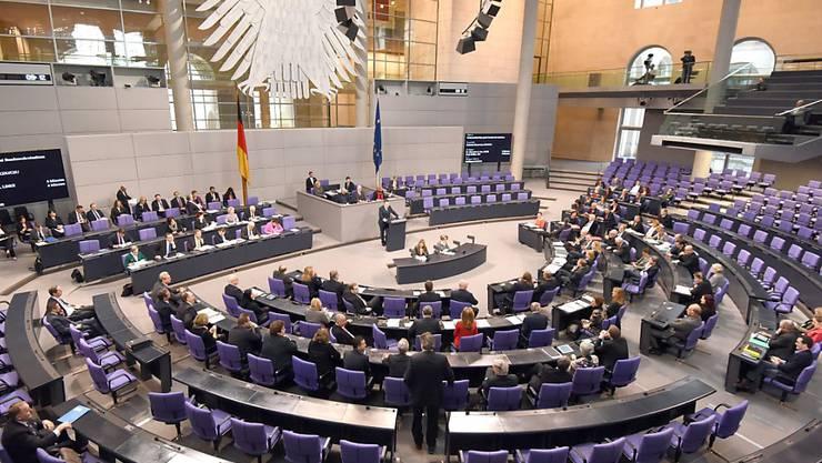Emissionen reduzieren: Der deutsche Bundestag will für seinen Fahrdienst auf Elektroautos umsteigen. (Archiv)