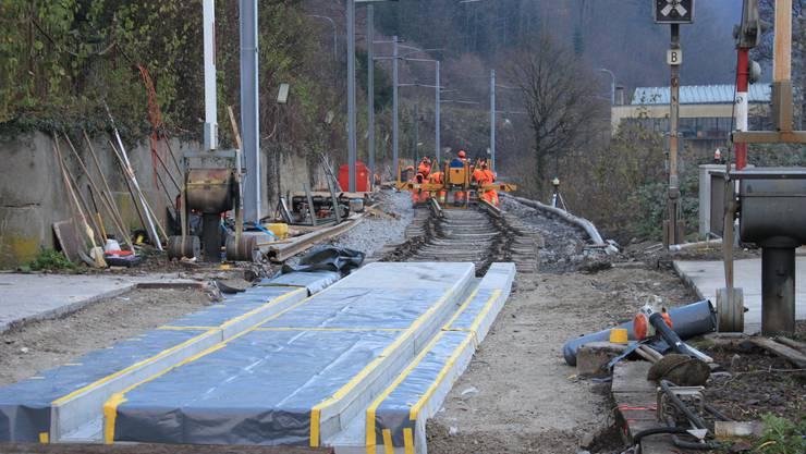 Bereits ausgeführt sind die Arbeiten für neue Schienen, Schotter und Schwellen im Bereich Maiacker-Klus. Im Bild der Abschnitt mit Zugang aufs IFA-Gelände.
