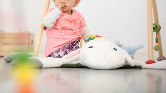 Ein Kind in der Kita: Nicht gut, findet Toni Bortoluzzi. Intelligenter wäre laut ihm die Betreuung zu Hause.Thomas Ulrich