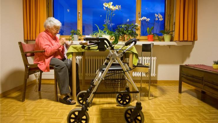 Der Lebensabend im Pflegeheim – fürs Portemonnaie spielt es eine Rolle, ob es privat oder gemeinnützig geführt ist. KEYSTONE