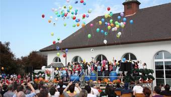 Mit einem Ballonbouquet wurde das Heilpädagogische Zentrum in Othmarsingen begrüsst.