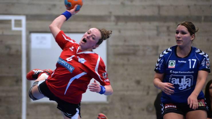 Livia Fricker (am Ball) erzielte gegen die SG Muotathal/Mythen-Shooters sieben Tore.