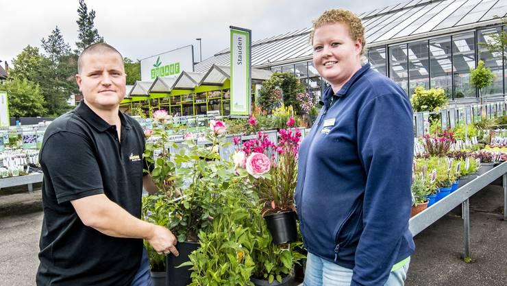 Geschäftsführer Johannes Zulauf (links) und Sereina Wohler, Leiterin des Gartencenters in Liestal.