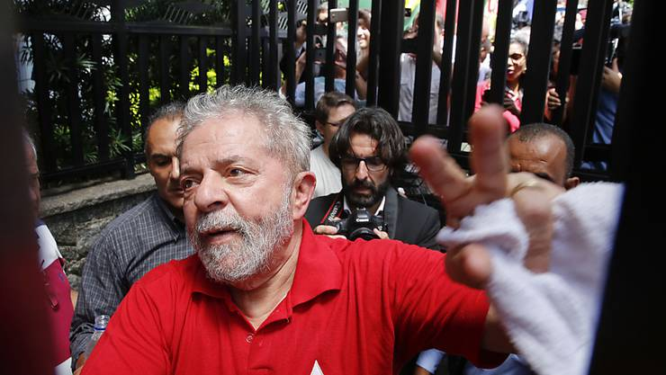 Die Schlinge zieht sich allmählich zu um den früheren brasilianischen Präsidenten Luiz Inácio Lula da Silva, im Volk einfach nur: Lula (in einer Aufnahme vom 5. März mitten unter Anhängern).