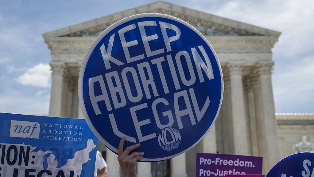 Gegner von Abtreibungsverboten protestieren vor dem obersten US-Gericht in Washington im Mai. (Archivbild)
