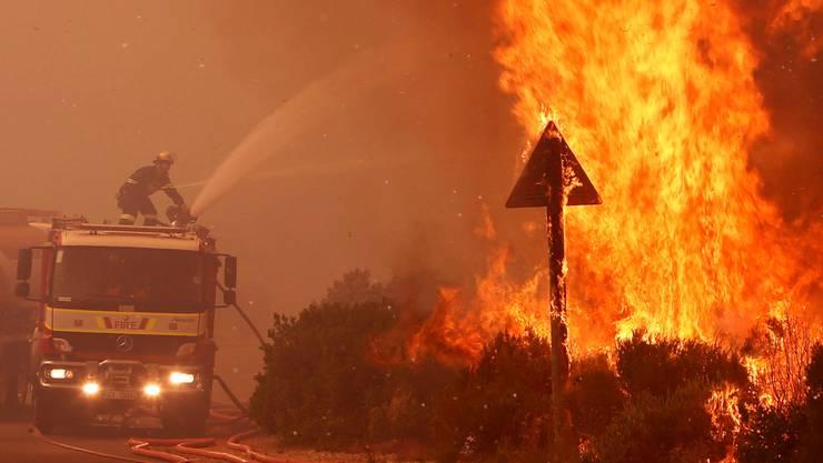 Buschbrände wie hier in Südafrika gehören auf dem «Feuerkontinent» zum Alltag. Bild: S. van Zuydam/Keystone