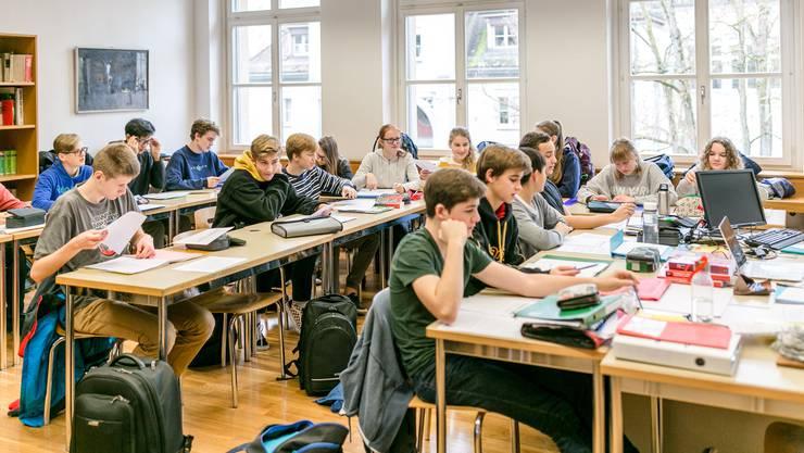 Volle Schulzimmer überall: Deutschunterricht an der alten Kantonsschule Aarau im November 2018