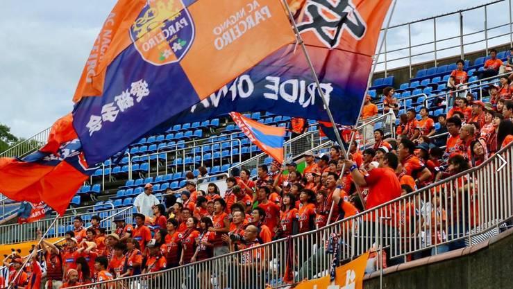 Die Fans von Nagano Parceiro feuern ihr Team bei jedem Spiel bedingungslos an.