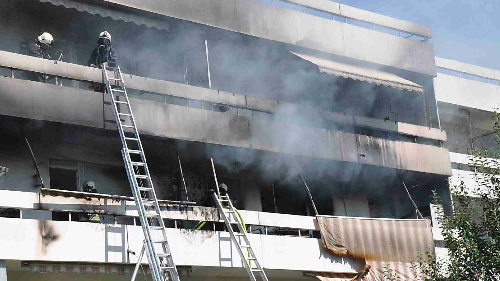 Viel Rauch und grosser Schaden: Zwei Kinder, die auf einem Balkon mit bengalischen Zündhölzern spielten, verursachten einen Hausbrand in Gerlafingen AG.