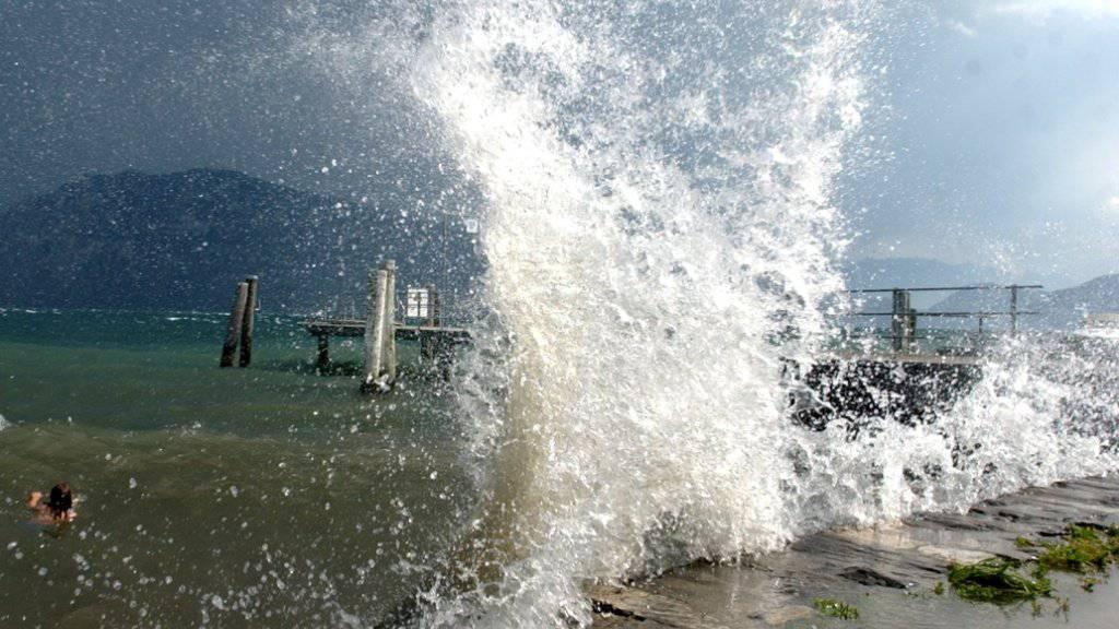 Ein Föhnsturm hat am Mittwoch für hohe Temperaturen und starke Winde gesorgt (Archivbild).