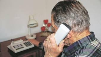 Per Communiqué warnt die echte Polizei erneut, den auf dem eigenen Telefondisplay angezeigten Nummer nicht zu trauen, da sie gefälscht sein könnte. (Symbolbild)
