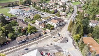 Der Bahnübergang nördlich der Herberge wird saniert und die WSB-Gleise sowie die Weiche an ihre neue Lage gebracht.