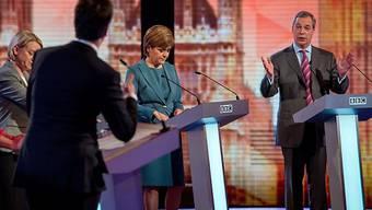 Die britische Opposition duelliert sich - ohne Premier Cameron