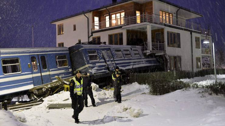Beim Aufprall hielten sich neun Personen im Haus auf.