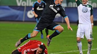 Schalkes Huntelaar bezwingt Benaglio mit Handstor