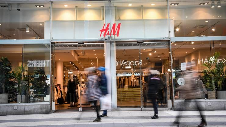 Weltweit werden H&M-Läden auf ihre Rentabilität überprüft.