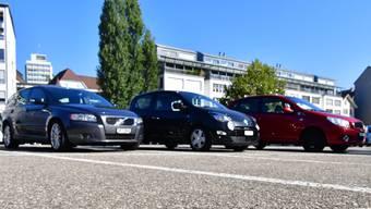 Mit dem Parkierungsreglement würden die Autoabstellplätze auf dem Parkplatz vor dem Migros-Freizeitland beim Einkaufszentrum Sälipark ab Beginn der Parkzeit gebührenpflichtig. Bisher ist die erste Stunde gratis.