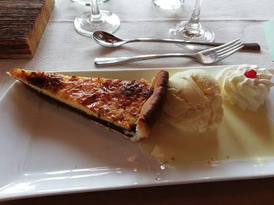 Himmlisch feiner Schlorzi-Fladen mit Vanilleglace.