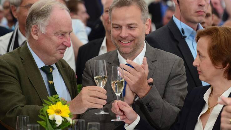 Bei der AfD wird angestossen: Alexander Gauland und Spitzenkandidat Leif-Erik Holm sowie Beatrix von Storch bei der Wahlparty in Schwerin