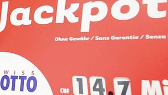 Die Lotterieaufsichtsbehörde Comlot geht gegen die Fust AG vor: Deren WM-Gewinnspiel soll illegal sein.