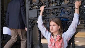 Klimaaktivisten ketten sich ans Bundeshaus