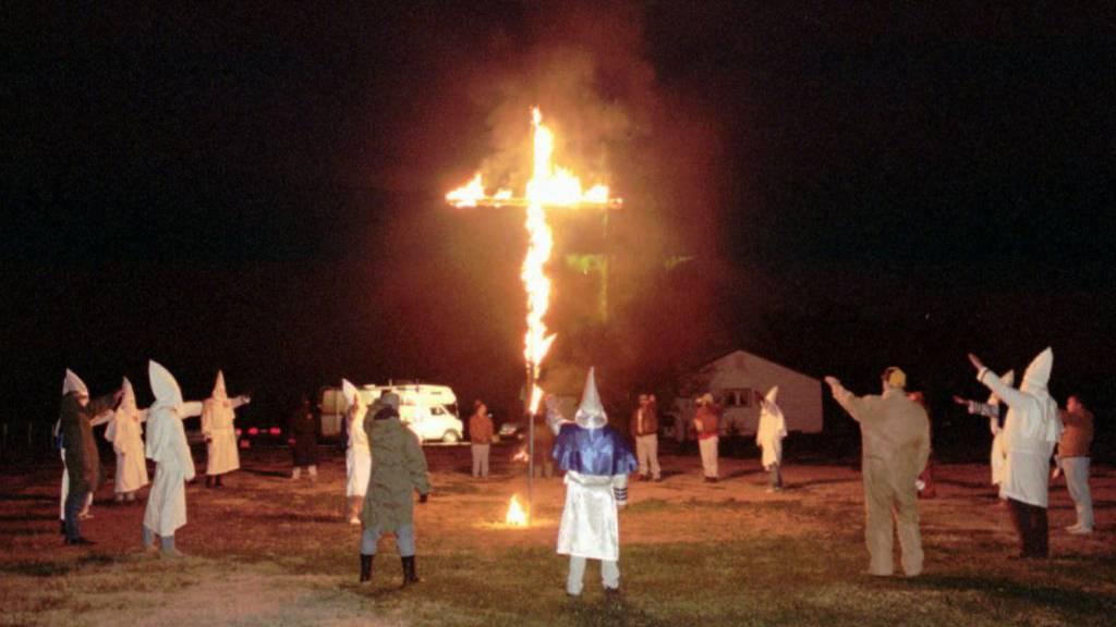 Mann muss wegen Holzkreuz-Verbrennung Jahre in Haft