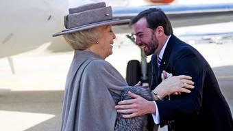 Guillaume von Luxemburg grüsst die niederländische Königin Beatrix (Archiv)
