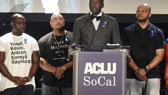 Die Bürgerrechtsorganisation ACLU ehrte Antron McCray, Raymond Santana, Yusef Salaam, Kevin Richardson and Korey Wise (von links nach rechts). Die vier Afroamerikaner und der hispanischstämmige Jugendliche aus Harlem waren irrtümlicherweise wegen der Vergewaltigung einer Weissen verurteilt worden.
