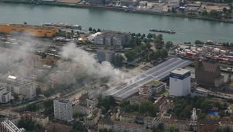 Brand in Rhenus-Lagerhalle im Basler Rheinhafen