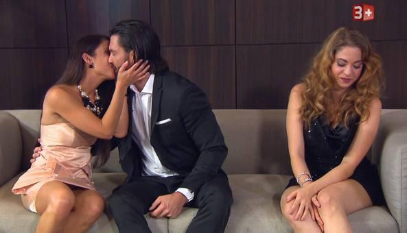 Skurrile Szene: Der «Bachelor» erteilt Gewinnerin Natalie eine Abfuhr – zugunsten der Zweitplatzierten.