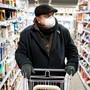 In der Schweiz gilt keine Maskenpflicht, anders als etwa in Österreich beim Einkaufen.