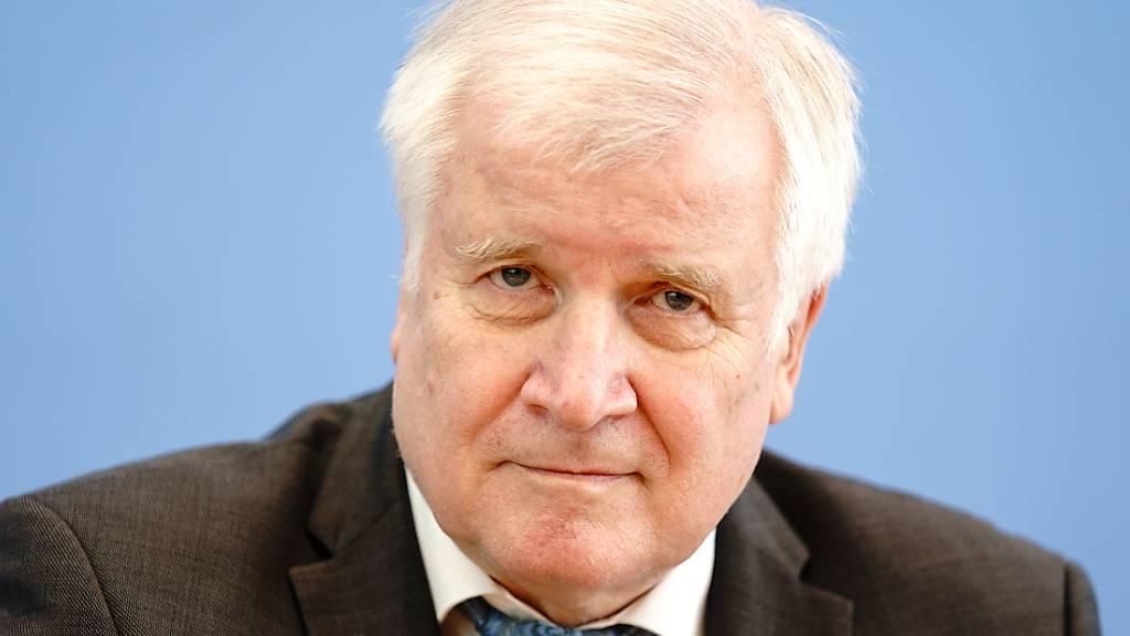 ARCHIV - Horst Seehofer, Bundesminister des Innern, für Bau und Heimat, bei einer Bundespressekonferenz. Foto: Kay Nietfeld/dpa Foto: Kay Nietfeld/dpa