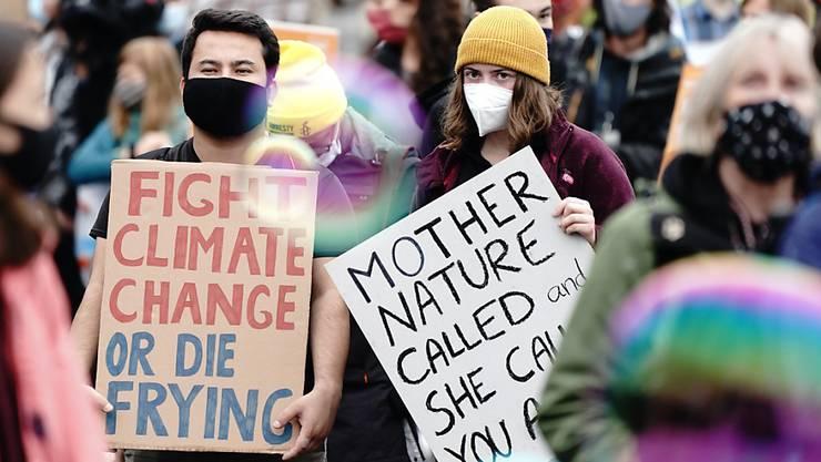 Aktivisten der Klimaschutzbewegung Fridays for Future demonstrieren im Rahmen eines internationalen Klimaprotesttages wieder für mehr Tempo im Kampf gegen die Klimakrise. Foto: Kay Nietfeld/dpa