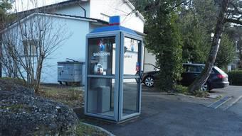 Sie steht meist einsam und verlassen da: die Telefonkabine an der Hermann-Keller-Strasse in Rheinfelden.