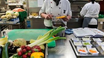 Die Gastronomie ist einer der Bereiche, in denen die Arbeitslosigkeit abgenommen hat. (Symbolbild)