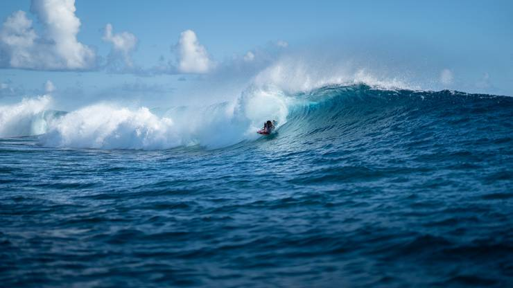 Auf Bora Bora lässt es sich nicht nur entspannen, sondern auch super surfen